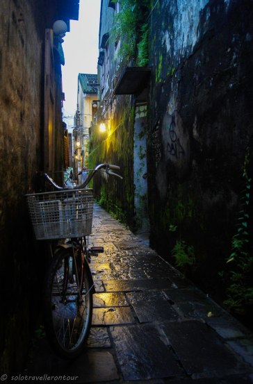 The little alleys are just beautiful in the rain