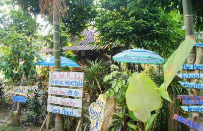 Little cafe on the way to Aow Yai serving fresh drinks and cashew nuts