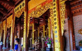 The shrine inside Thien Vien Truc Lam Pagoda