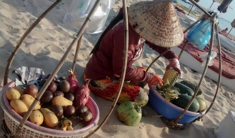 Vnedors selling fresh fruit on the bach