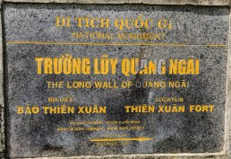 Truong Luy Quang Ngai - entry to the Vietnamese wall