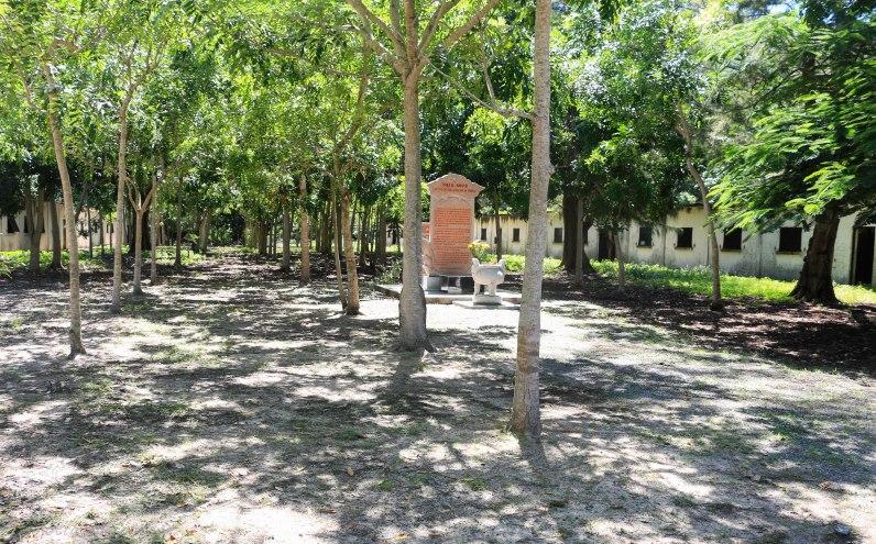 Outside US war prison Phu An camp