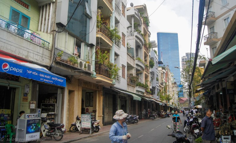 \the street near the musuem