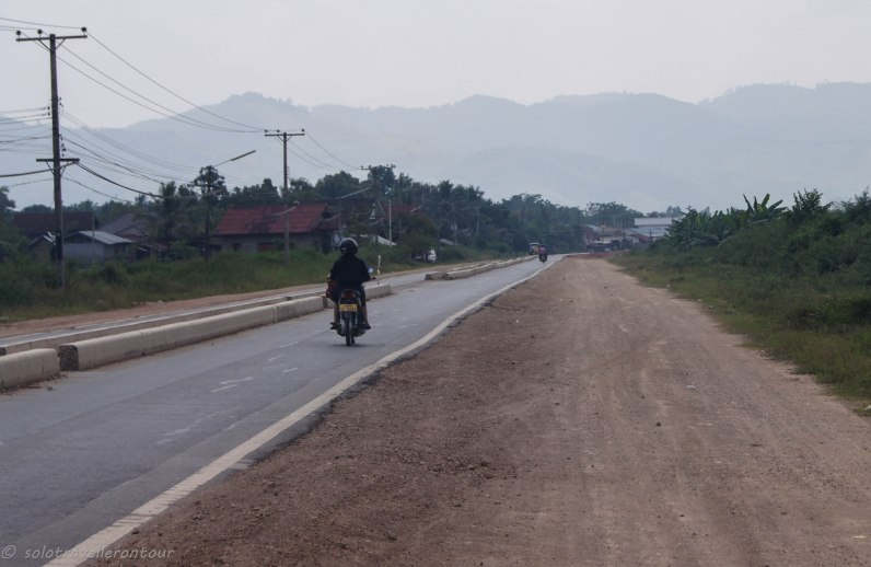 The road between the airport and Luang Namtha