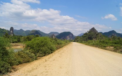 The dirt road and the scenery leading to the Buddha cave