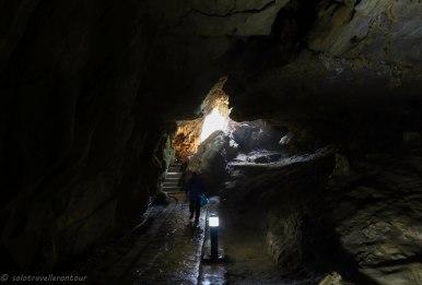 The entrance of the Động Ngườm Ngao cave