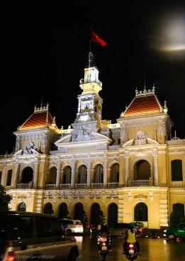 HCMC looks beautiful by night