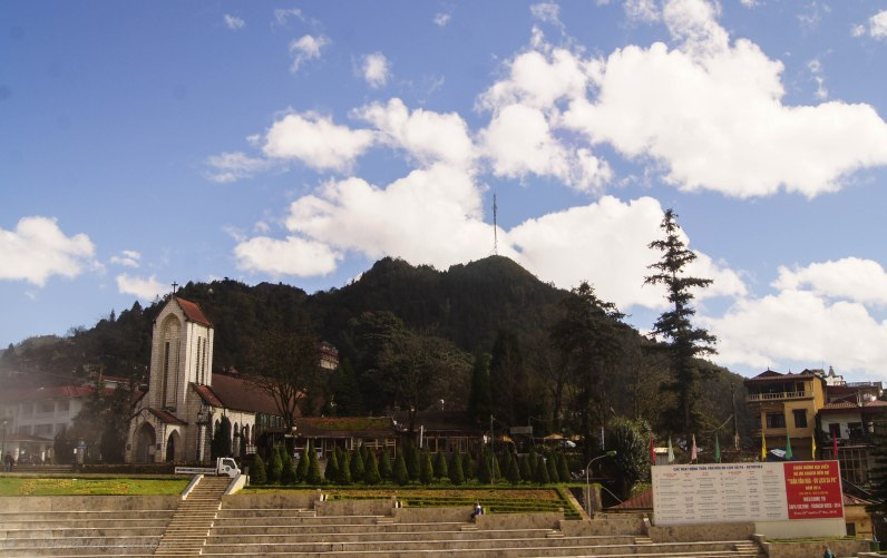 The main square and the church - the centre of Sapa