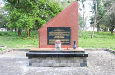 A memorial just outside Con Son village