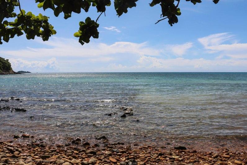 Ong Dung Beach has no sandy beach